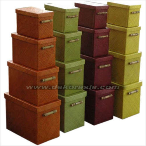 BOX WITH BAMBOO HANDLE SET OF 4