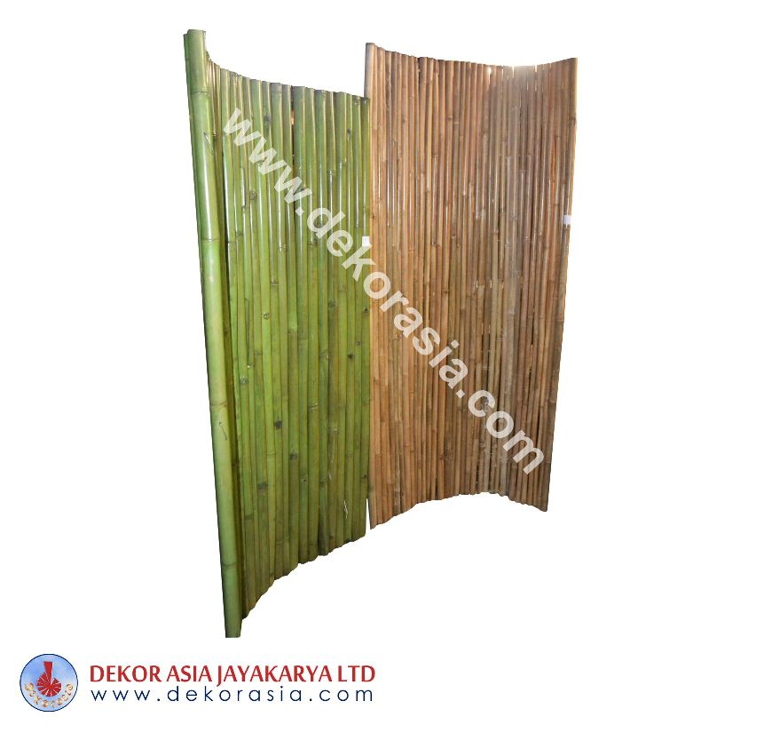 Green and Natural Pole Bamboo Fence