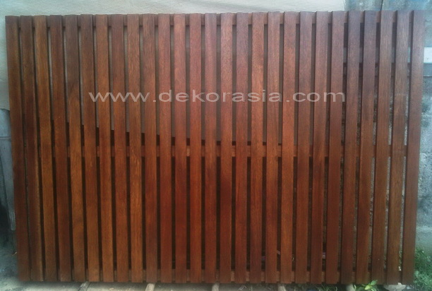 RECYCLED  TIMBER SCREEN VERTICAL